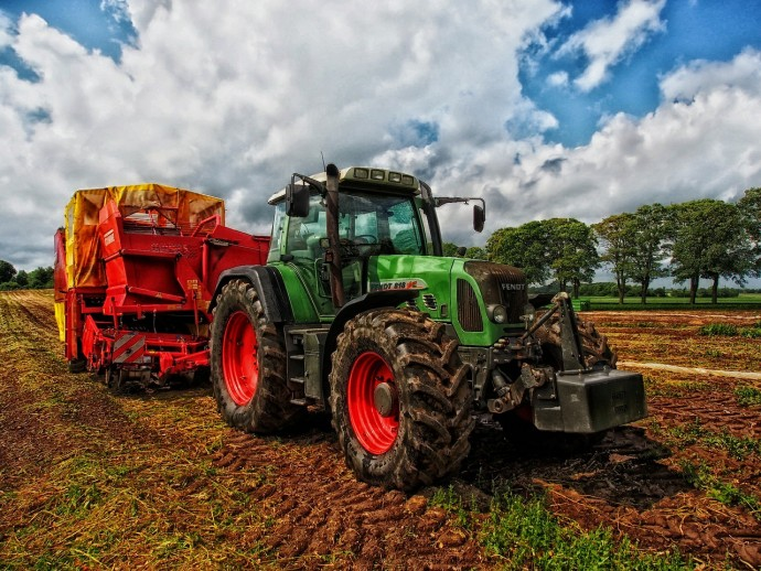Contactless reading and recording of sensor data on agricultural vehicles