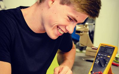 LCM is proud: First mechatronic apprentice graduated excellent
