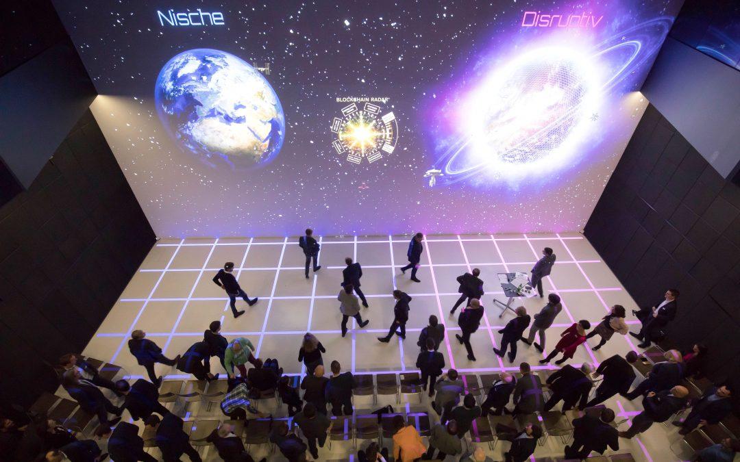LCM präsentiert Ergebnisse des Blockchain-Think-Tanks | Zukunftsexpedition zwischen Wahnsinn und Feigheit
