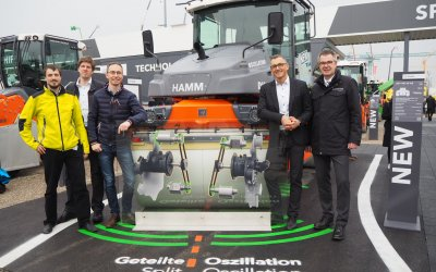 Synchronizing heavy athletes: LCM and Hamm increase compaction quality of road rollers